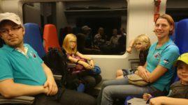 Kodutee algas ööpimeduse varjus rongiga lennujaama sõites