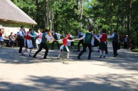 Flaami tantsud Kolu kõrtsi ees